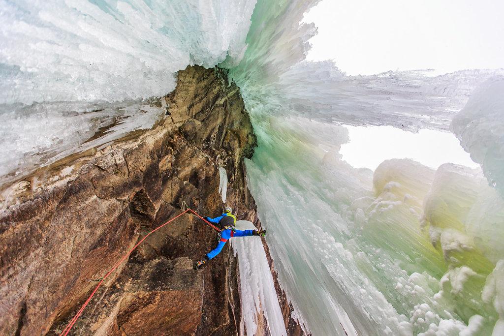 Ice and rock climbing. Escalade sur glace et rocher.