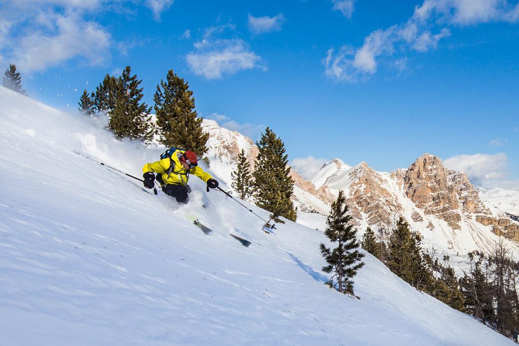 Ski-touring in Fanes park. Ski de randonnée dans le parc de Fanes.
