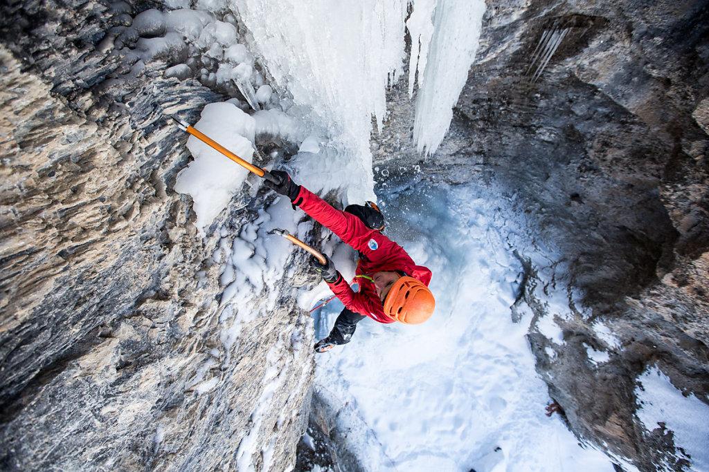 Ice climbing in Queyras. Cascade de glace dans le Queyras.